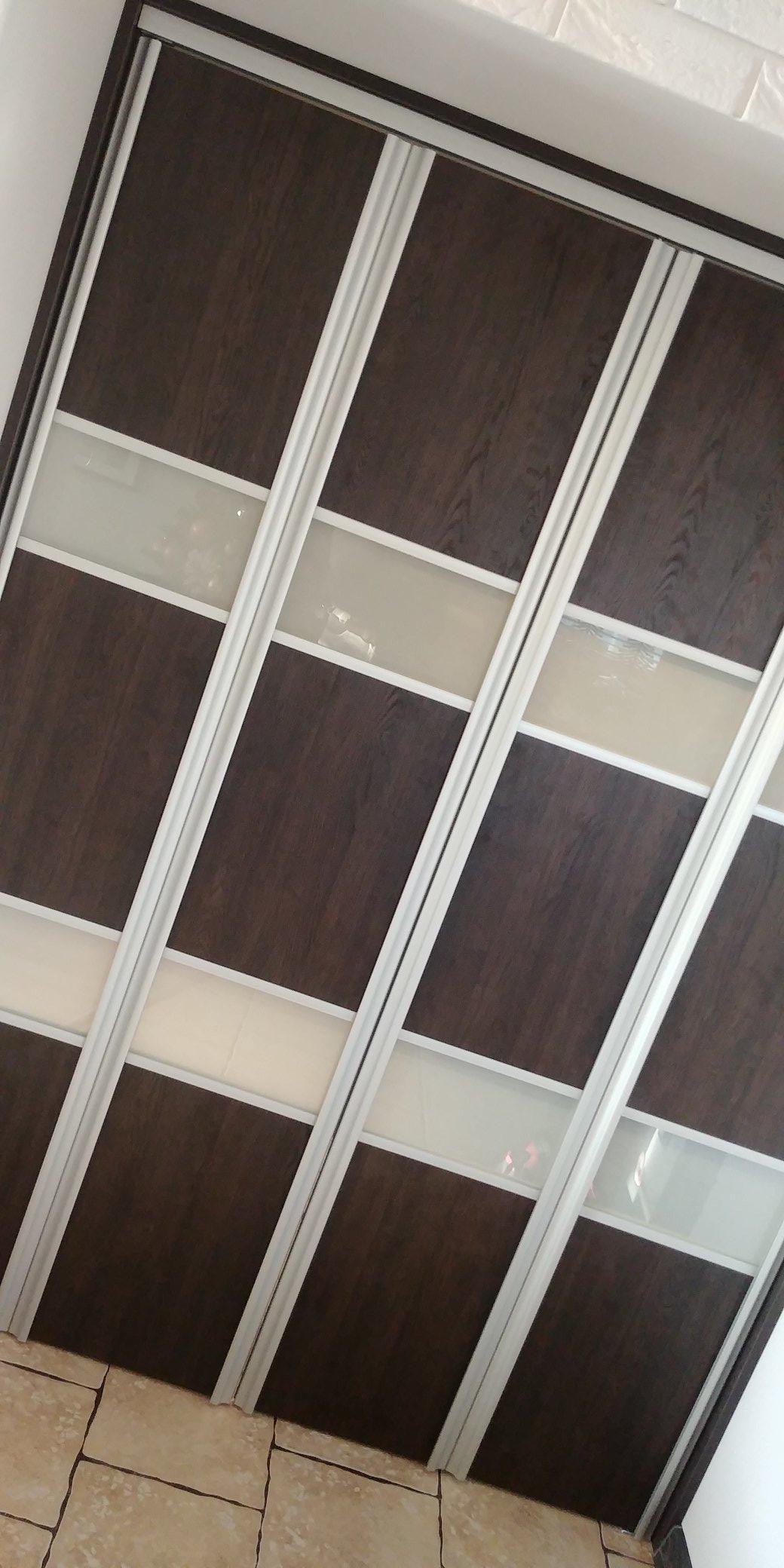 Podwieszane drzwi składane