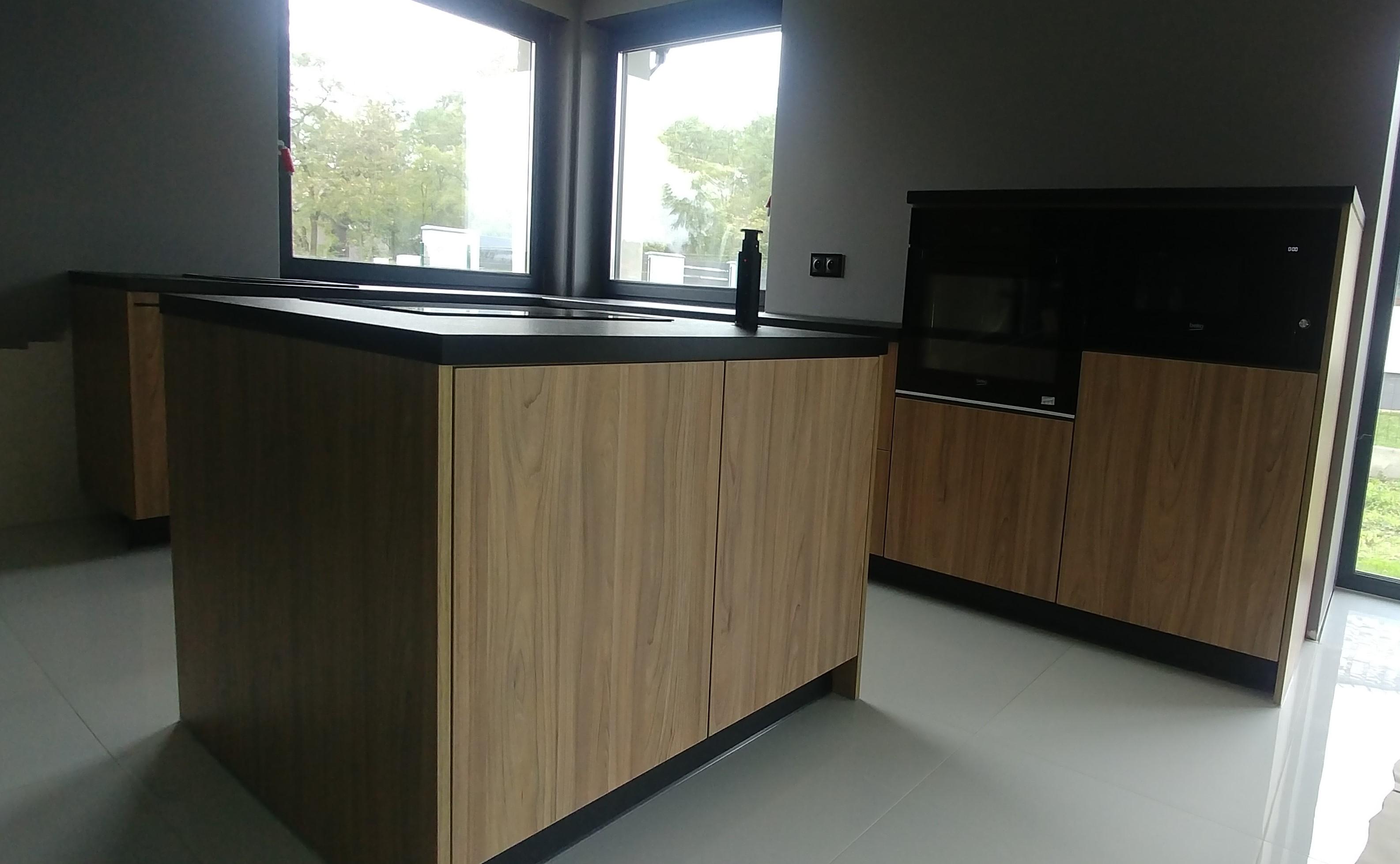 Ergonomia kuchni zachowana nawet w stosunkowo małym pomieszczeniu