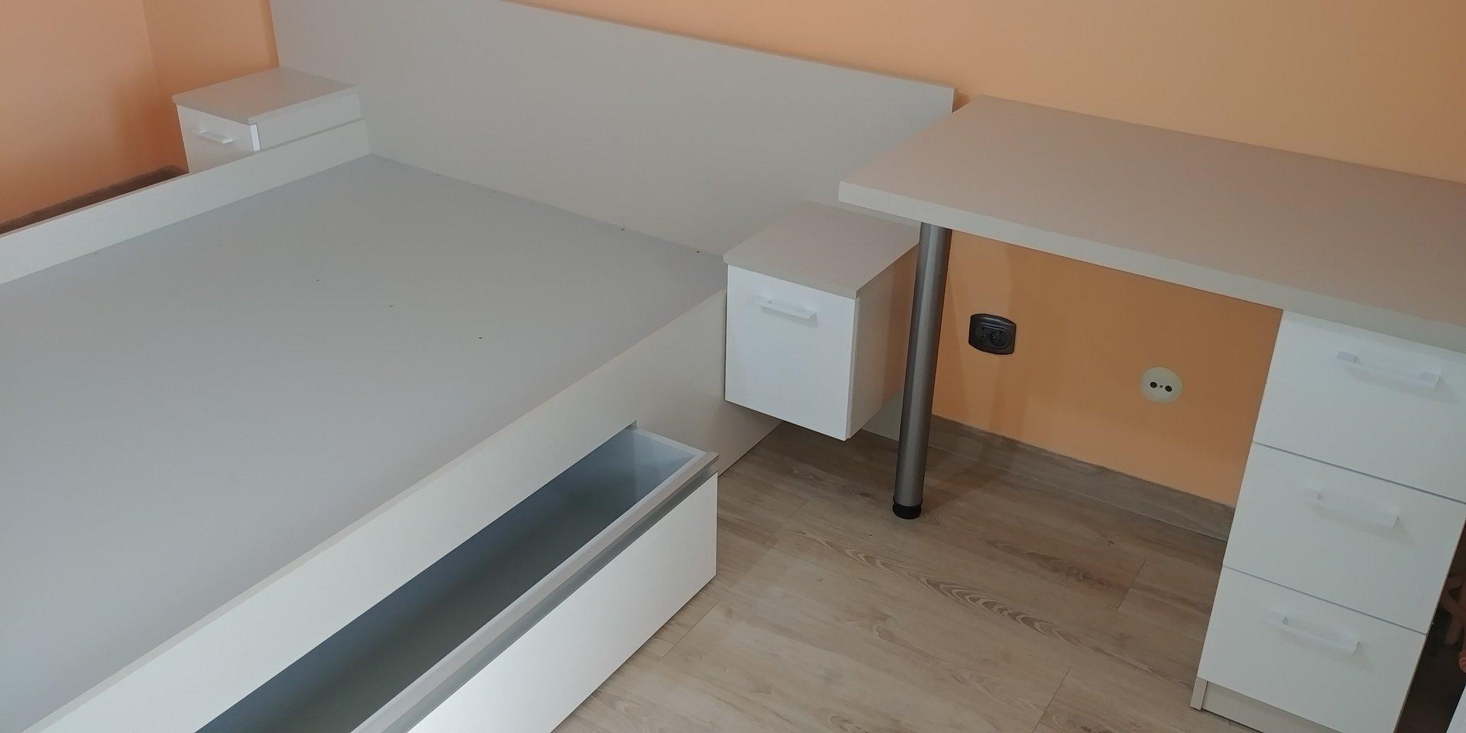 Szkielet łóżka z szufladami i stolikiem