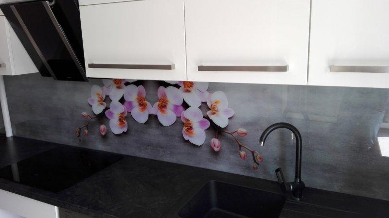 Szare szkło dekoracyjne z różowo - białym storczykiem